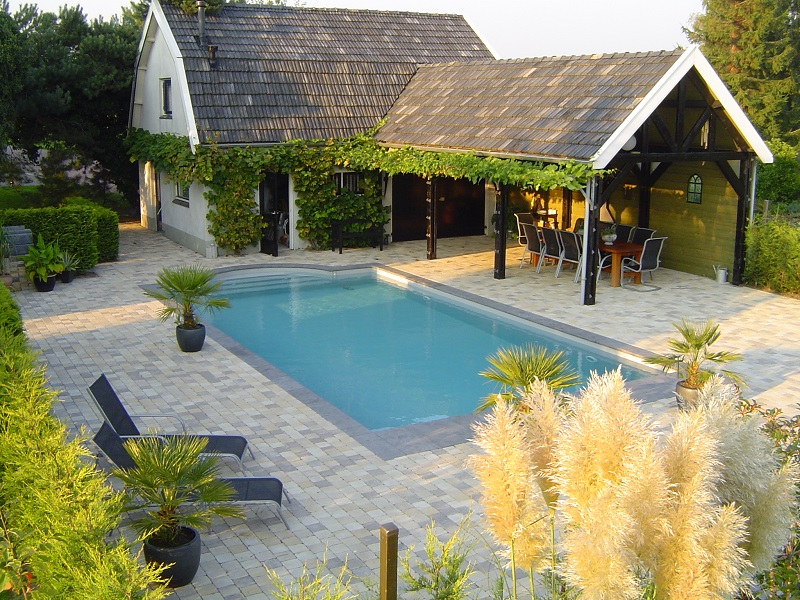 Zwembad laten bouwen zwembad getegeld with zwembad laten for Houten zwembad bouwen
