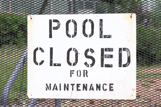 zwembad-gesloten-voor-onderhoud-amarque